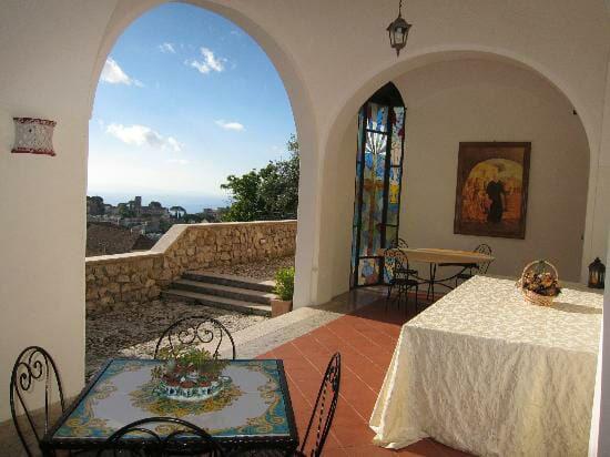 Portico del paradiso exclusive catering for Aggiornare le colonne del portico
